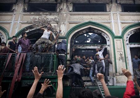 Angry mob at Khanyar