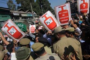 Workers of PDP stopped by Police near Regal Chowk in Srinagar. PDP carried out a protest rally against LPG crises in State. photo By :Bilal Bahadur