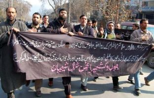 Kashmiri Shiite Muslims mourners march during Muharram procession in Srinagar 25 November 2012, defying the restrictions placed by authorities to prevent religious processions. Restrictions were imposed in some parts of Srinagar