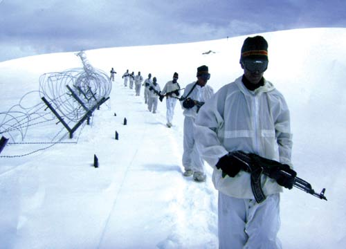 Troopers patrolling the Loc -- Photo: Bilal Bahadur