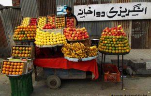 A fruit vendor -- Photo:Aamir Ashraf Gujri