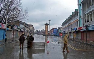Silence of graveyard: Lal Chowk wears a deserted look after seperatists called for shutdown against hanging of Afzal Guru -- Photo: Bilal Bahadur