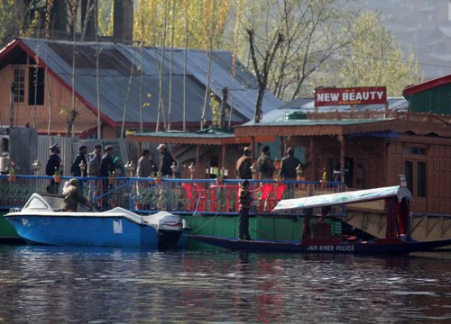 """CRIME SCENE: Jammu and Kashmir police personnel questioning the owner of Houseboat """"New Beauty"""" in Dal Lake where a young British woman was found murdered on Saturday morning."""