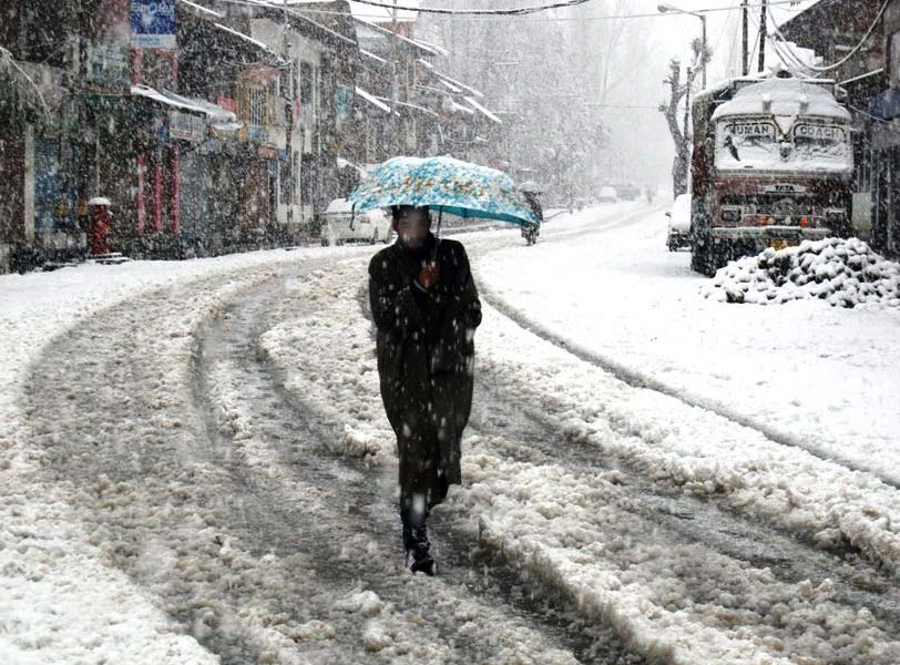 Indian winters: Leh freezes at minus 11.3, cold wave sweeps valley