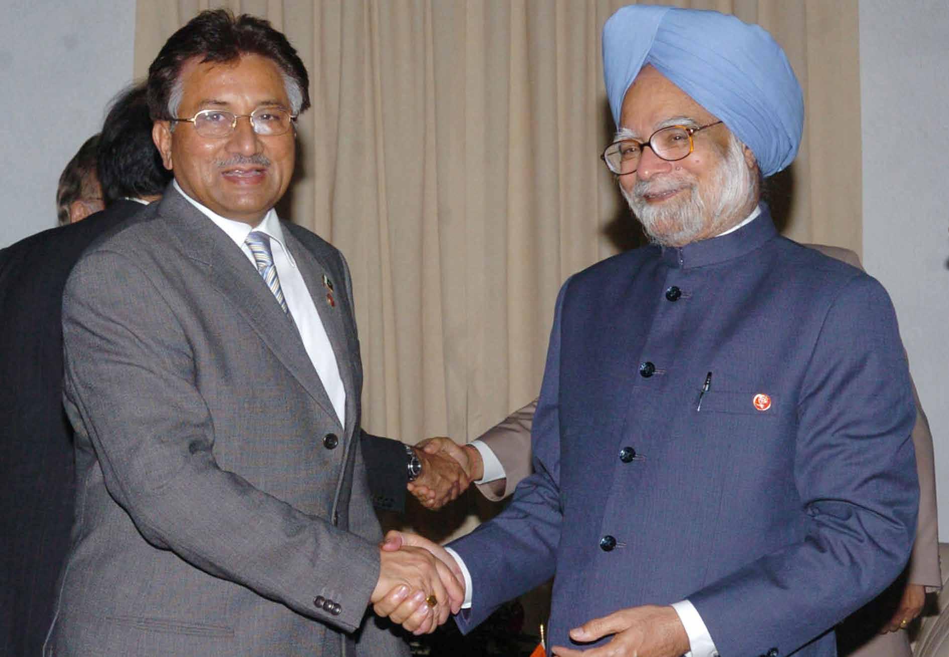 pak pm s kashmir envoy praises modi says manmohan junked invitation