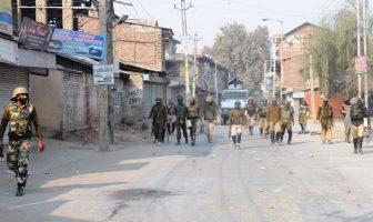 Forces patrol Soura areas on Nov 02, 2016. (KL Image: Bilal Bahadur)