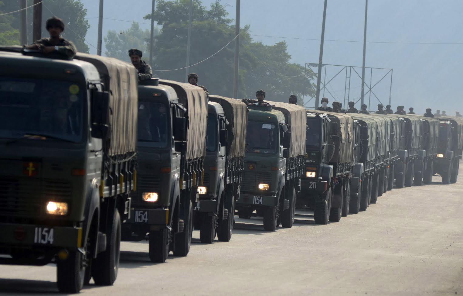army man injured as militants attack convoy in southern kashmirs qazigund