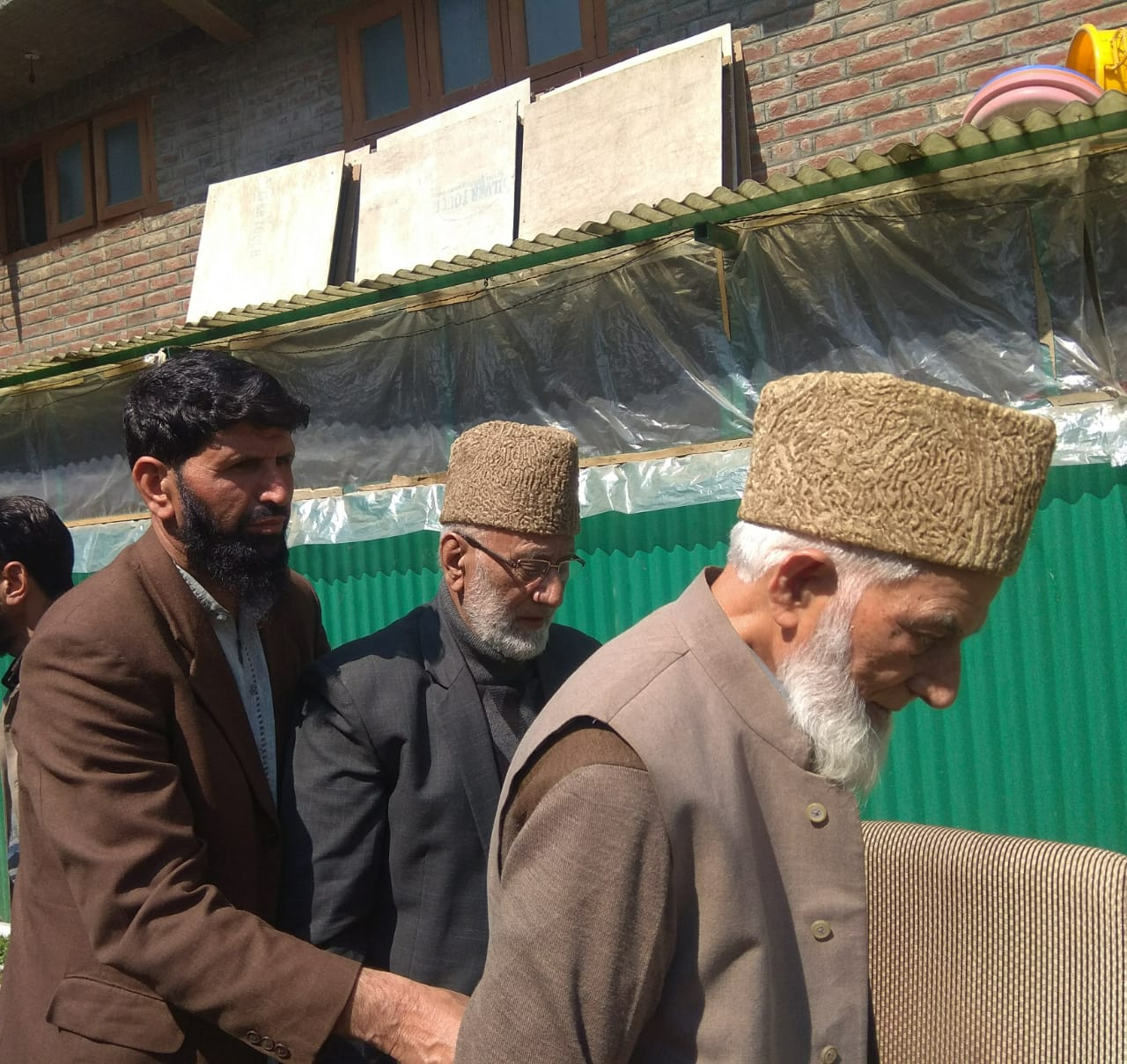 Geelani with Mohammad Ashraf Sehrai at his residence