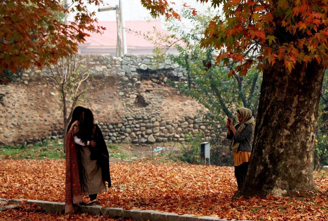 essay on autumn season in kashmir