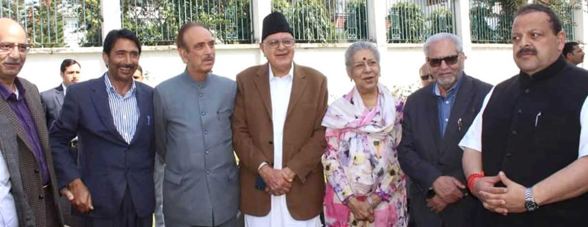 Dr Farooq Abdullah and Ghulam Nabi Azad after the two parties decided to contest Lok Sabha under a seat arrangement.