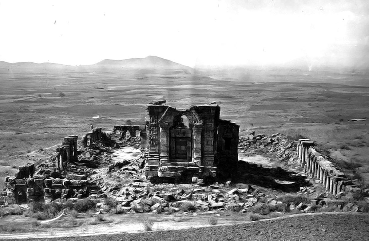 An 1868 photograph of Martan temple in Mattan outskirts.