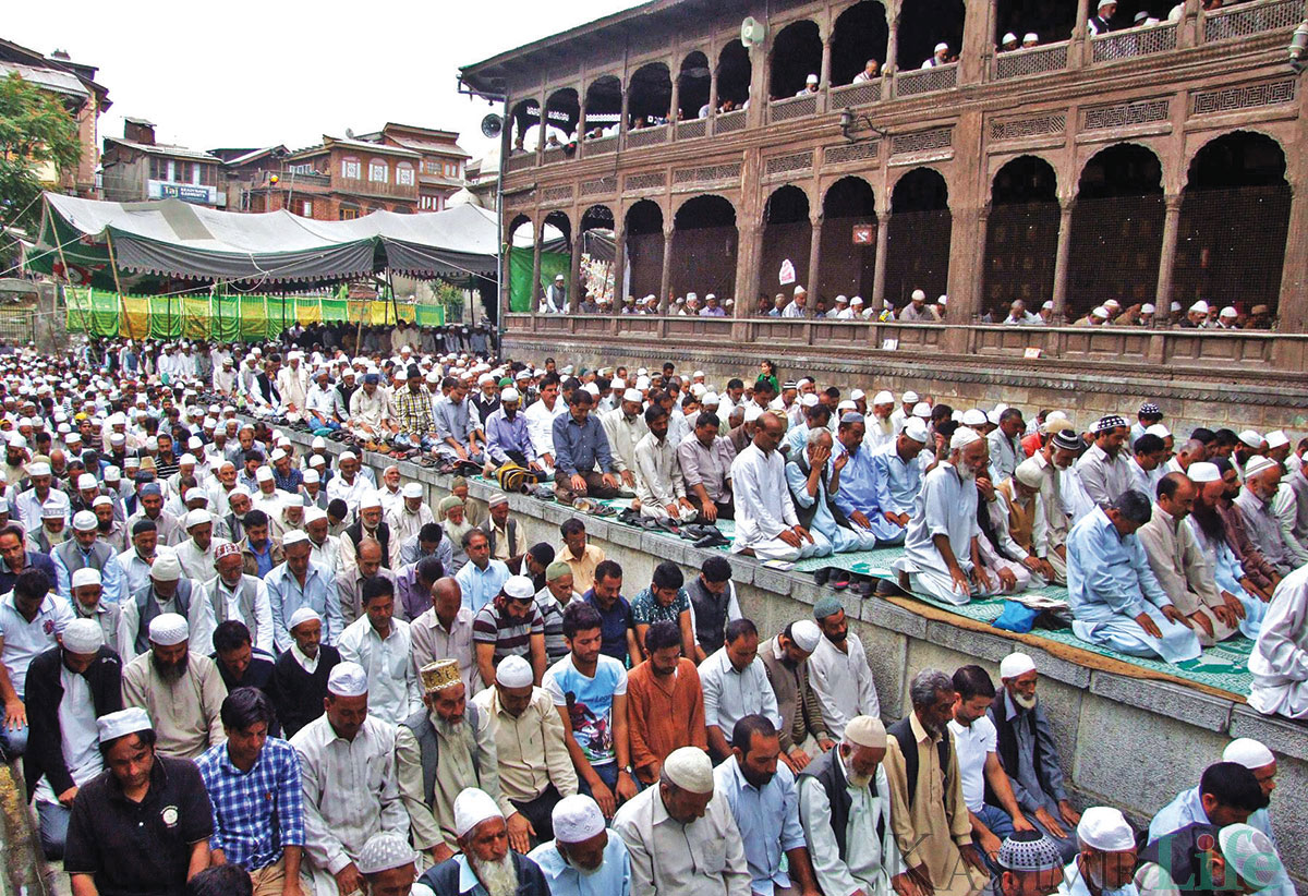 People offering prayers outside Khanqah Moula. KL Image by Bilal Bahadur