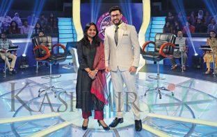 Supriya-Sahu-DG-Doordarshan and Rayees Mohiuddin KBC Kashmir Life Kus bani koshur karorpaet