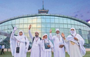 Haj pilgrims bidding adieu. KL Image by Bilal Bahadur