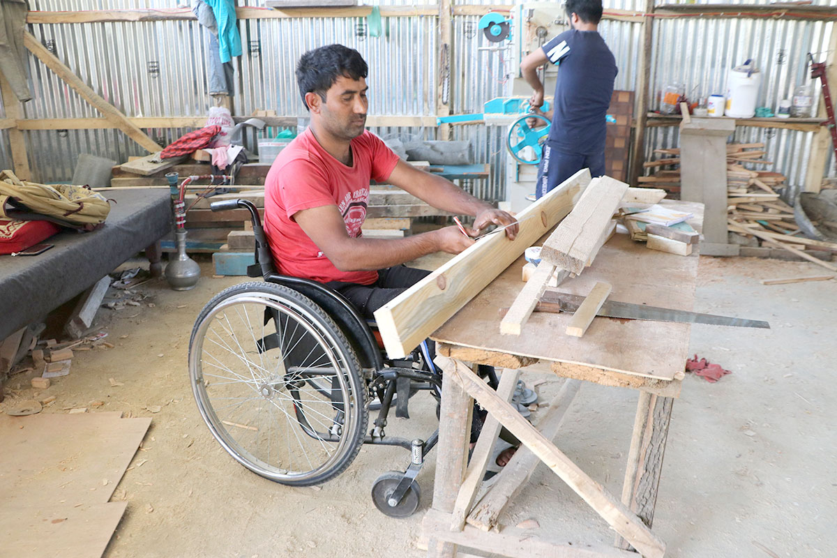 Arshad Ahmad Wani during work. (KL Image: Bilal Bahadur)