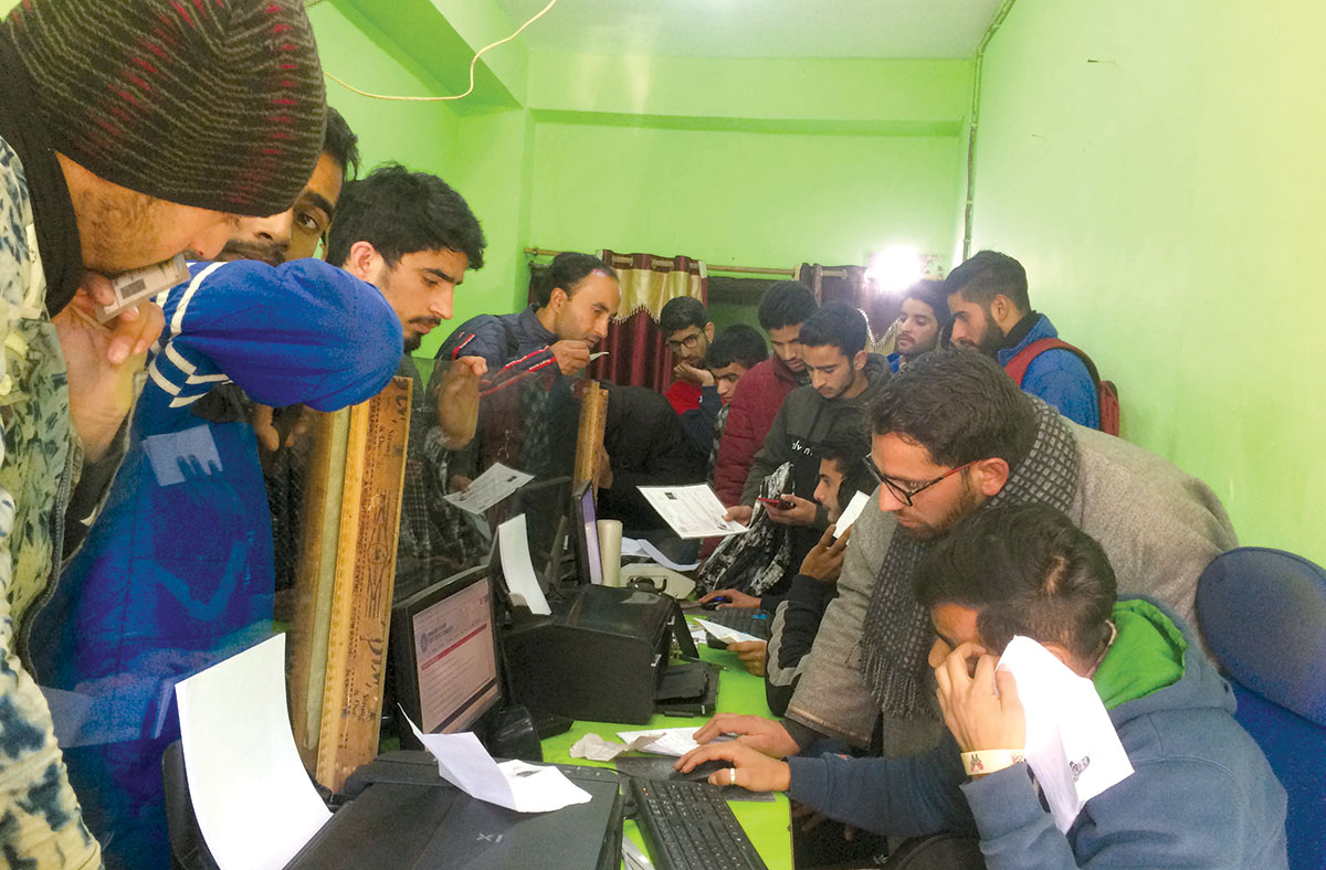 A crowded internet facility centre in Banihal town. KL Image by Umar Khurshid