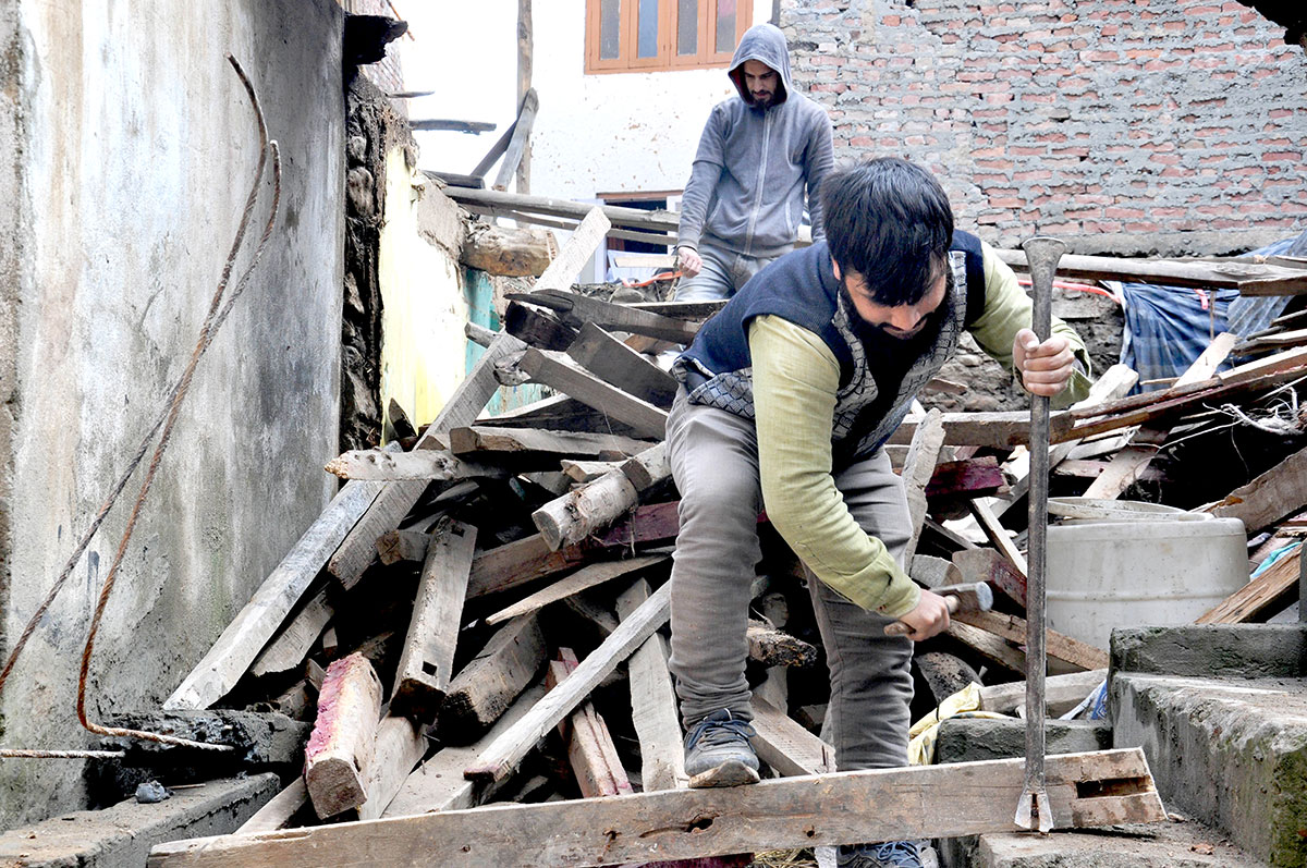 Muneeb-ul-Islam working at a constructional site in Anantnag. KL Image by Shah Hilal